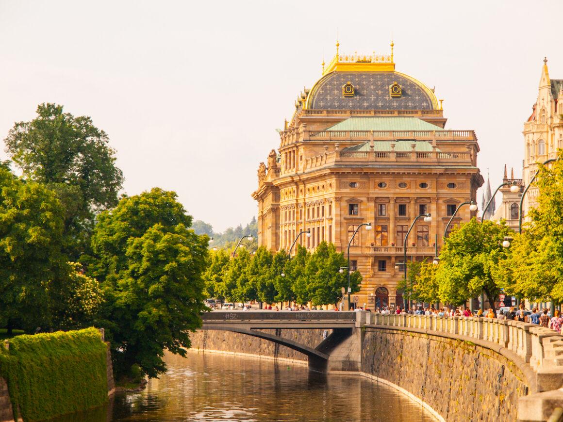 побачення закордоном, Опера у Празі, Прага